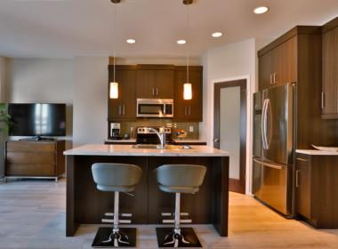 1 - 180 Park West kitchen